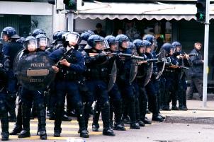 Zurich_police_riot_control