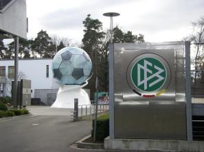 dfb-zentrale_mit_ball