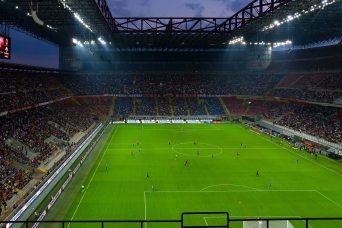 fans-flood-light-football-match-302653
