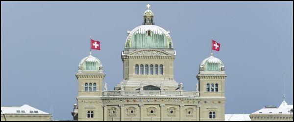 Switzerland, Bern, 01.12.2010 Parlament mit Schnee.  © 2010 Béatrice Devènes