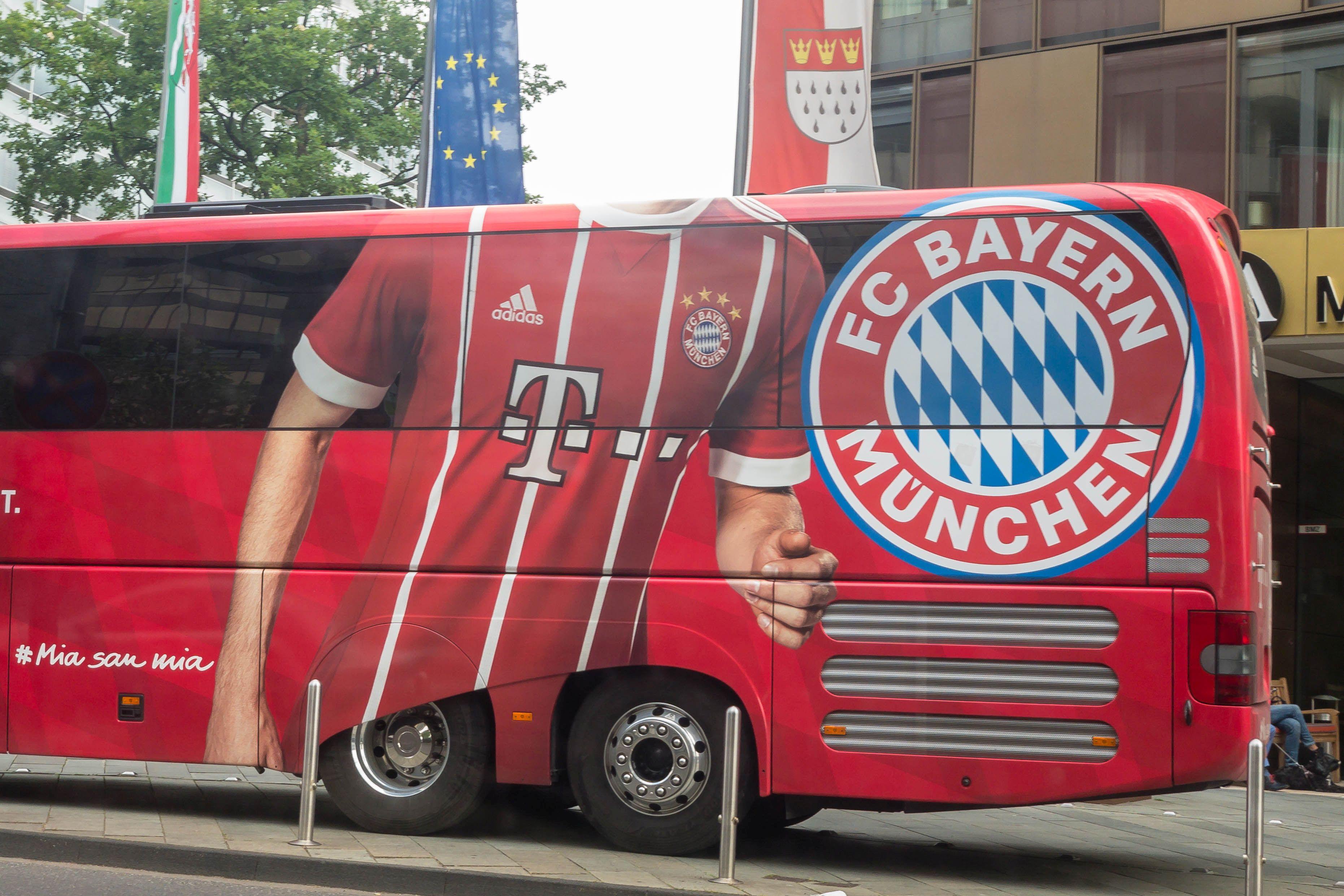 FC-Bayern Teambus in Köln